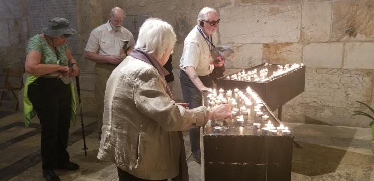 Pilgirms ligting candles and offering prayers.